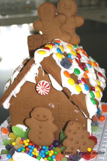 Gingerbread_house_2007