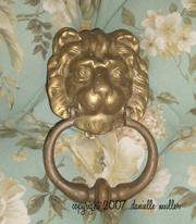 Brass_lion_head_door_knocker