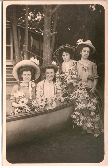 Four_gals_in_boat_2