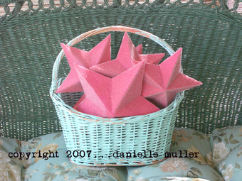 Vintage_wall_basket_and_pink_stars_