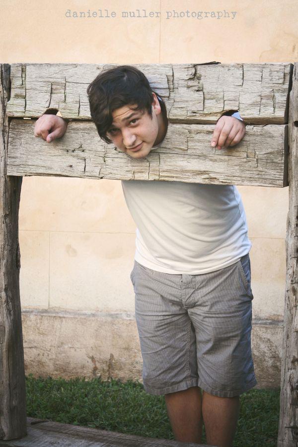 Brett in wood shackle