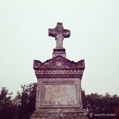 Cross in cemetery Bourron Marlotte