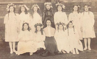 Vintage-group-of-girls-001